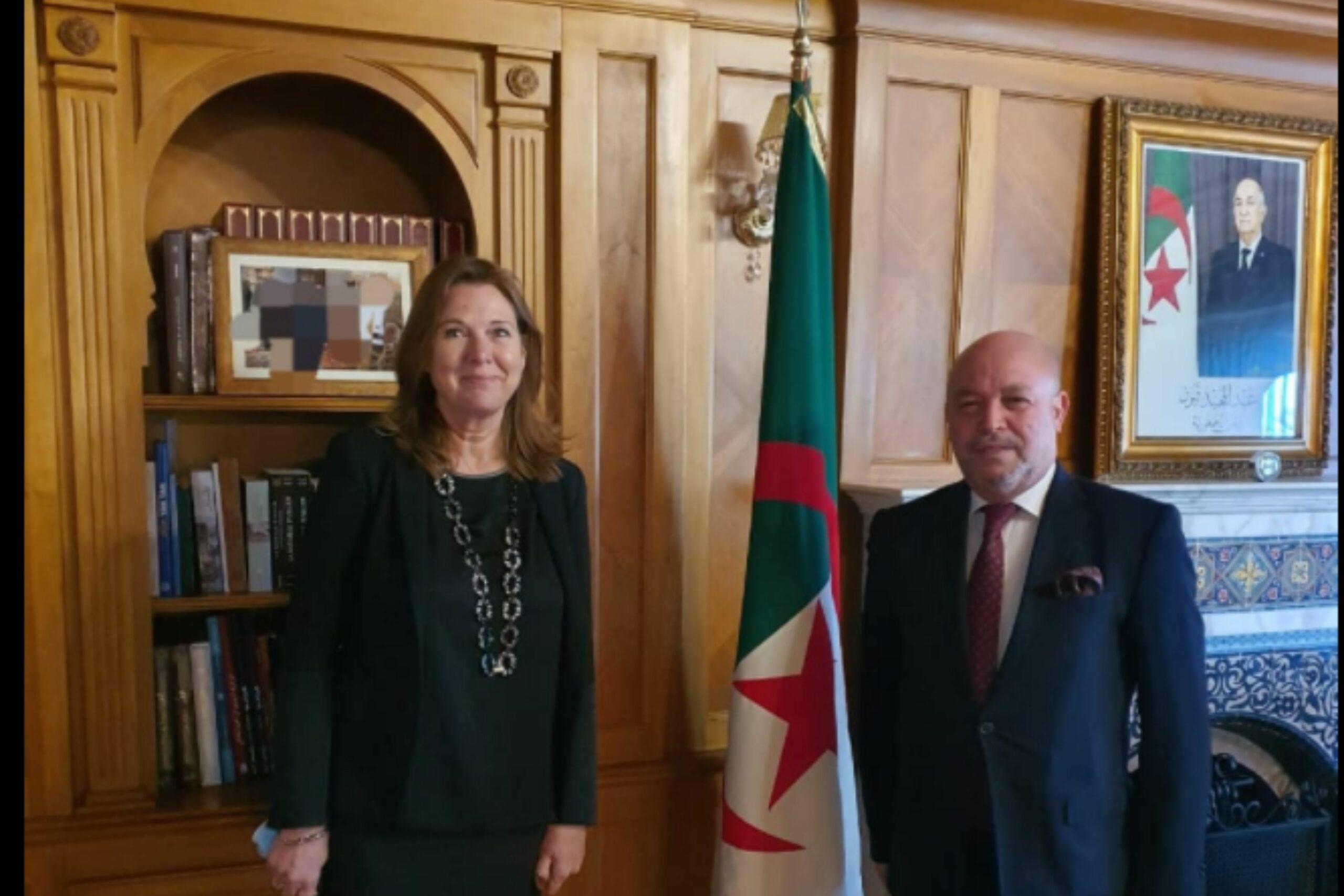 L'ambassade d'Algérie au Maroc suscite des moqueries pour brouiller la photo du roi Mohammed VI